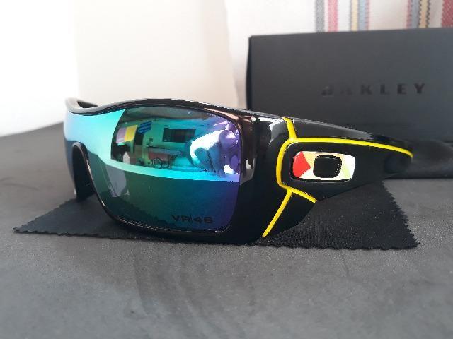59af9d0788 Óculos Oakley Batwolf Valentino Rossi VR46 Matte Black/Safira Polarizado -  Importado