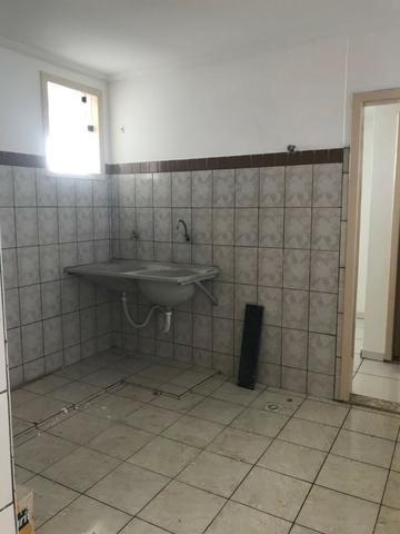 Excelente apartamento amplo,varanda, dependência completa - Foto 18