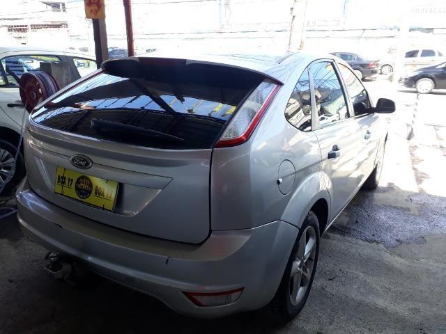 Oportunidade!!!! Focus Hatch 2.0. ano13 automático com GNV!! - Foto 6