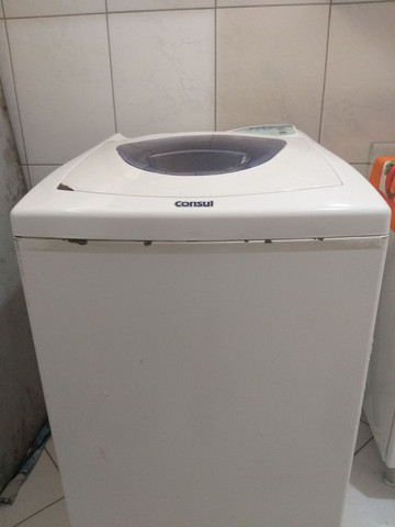 Maquina de lavar cônsul 5 kg em funcionamento. - Foto 2