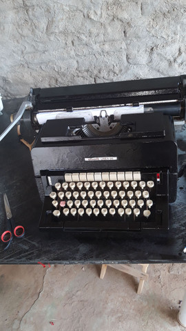 Máquina de escrever funcionando  - Foto 2