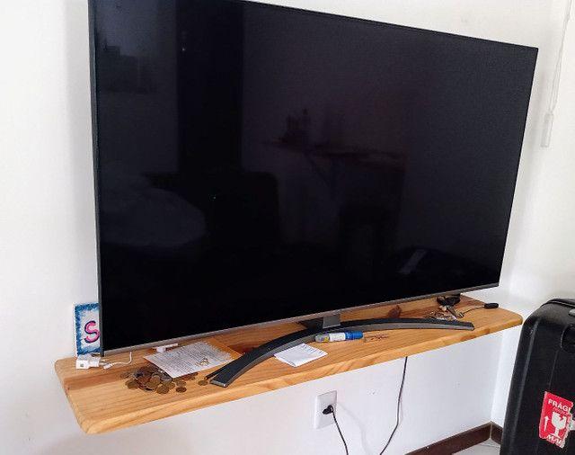 Mesa para televisão / rack em mandeira de pinus com suporte para prender na parede