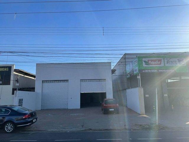 Galpão para aluguel ou venda 170m² 02 banheiros e copa. Anel Viário St. Papilon Park