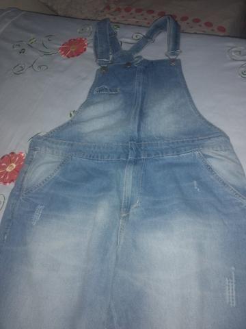 Vendo jardineira jeans nunca usada!