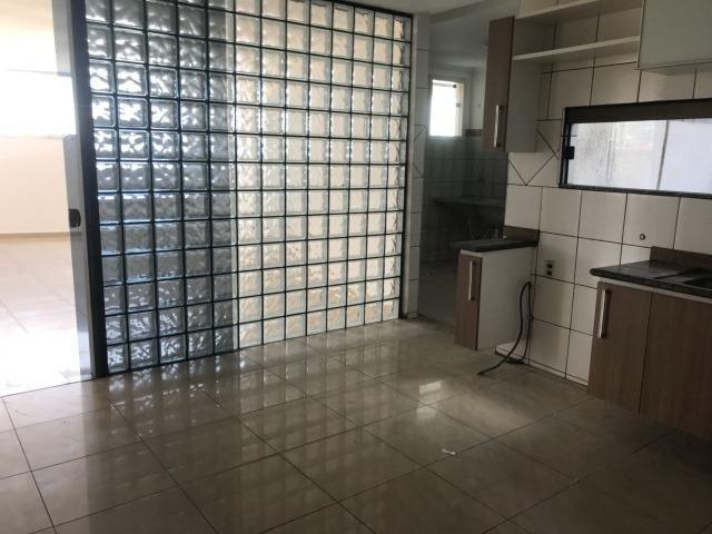 Excelente apartamento amplo,varanda, dependência completa - Foto 15