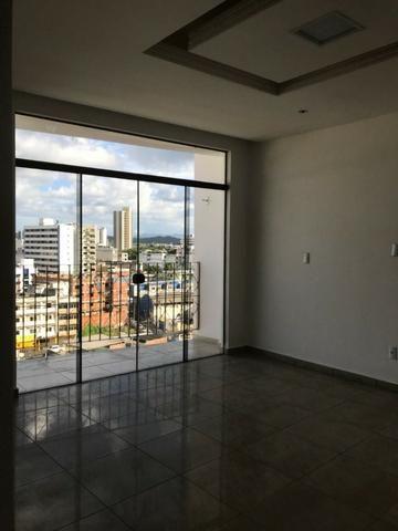 Excelente apartamento amplo,varanda, dependência completa - Foto 7
