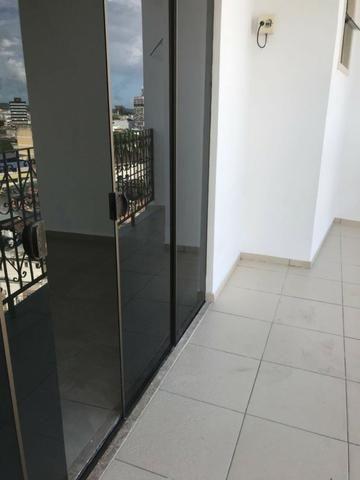 Excelente apartamento amplo,varanda, dependência completa - Foto 16