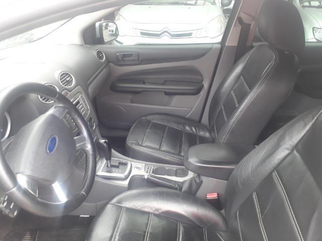 Oportunidade!!!! Focus Hatch 2.0. ano13 automático com GNV!! - Foto 4