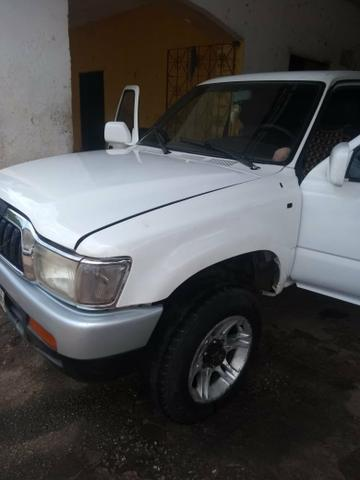 Vendo Toyota Hilux - Foto 6