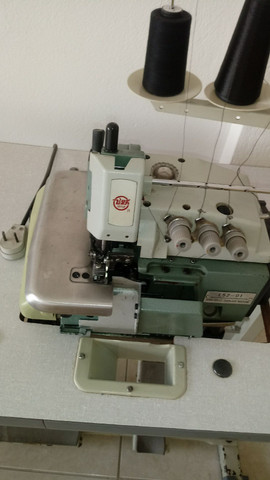 Maquina de costura OVERLOCK INDUSTRIAL COMPLETA - Foto 6