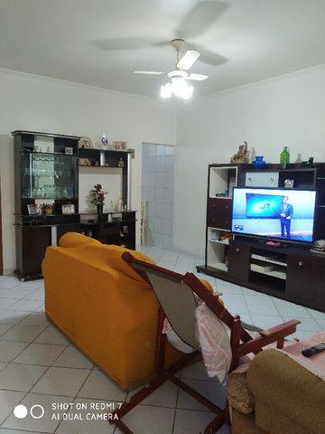 Sobrado centro de São Vicente 03 dormitórios Ac. troca por apartamento na Praia - Foto 4