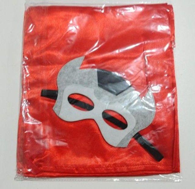 Capa e máscara de heróis