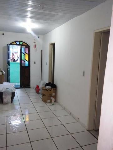 Vendo uma casa 2 quartos, sala, cozinha banheiro área de serviço, varanda gradeada