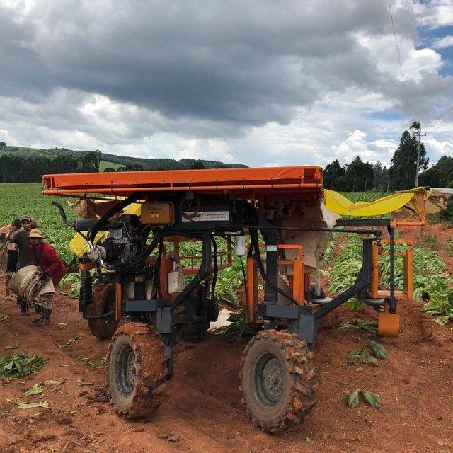 Máquina Budny auxiliar pra colheita de fumo hidro 4x4, 5linhas com kit de pulverização  - Foto 4