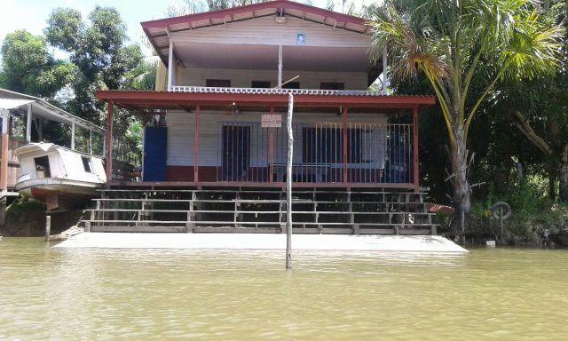 Casa de passeio às margens do Rio Pedreira