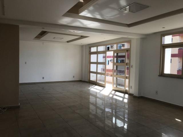 Excelente apartamento amplo,varanda, dependência completa