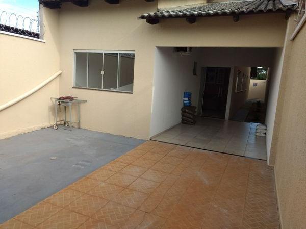Casa  com 3 quartos - Bairro Residencial Village Santa Rita I em Goiânia