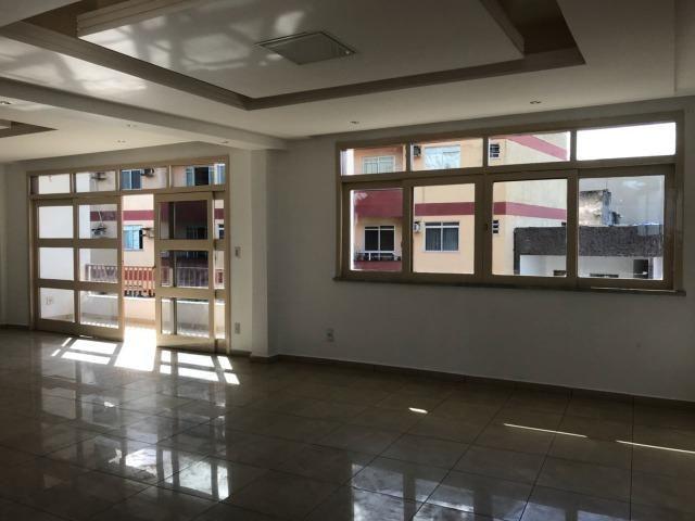 Excelente apartamento amplo,varanda, dependência completa - Foto 2
