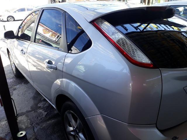 Oportunidade!!!! Focus Hatch 2.0. ano13 automático com GNV!! - Foto 7
