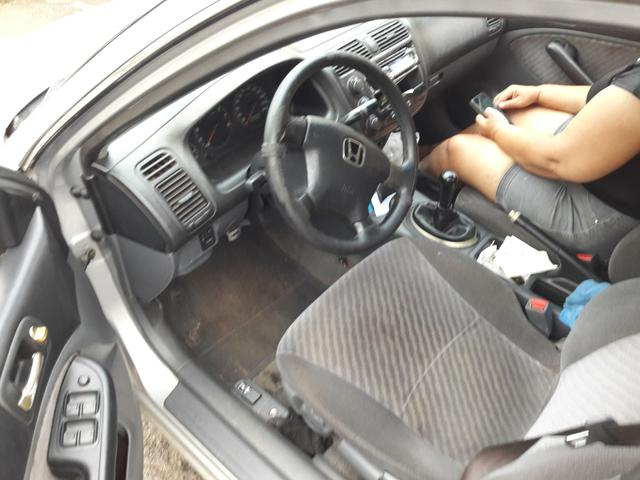 Vendo honda Civic ar gelando manual cópia de chave funciona tudo - Foto 5