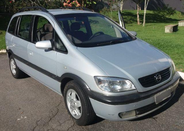 Minivan Zafira 2.0 CD 16V MpFi / 5 portas / 7 lugares