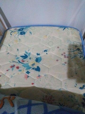 Vendo berço para bebê cor branco com colchão  - Foto 2