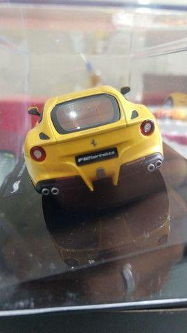 Miniatura HotWheels Ferrari F12 berlinetta (1:43) - Foto 6