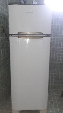 Vendo uma geladeira duplex Esmaltec - Foto 2