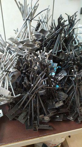 Ganchos Slat para pendurar mercadoria 15cm - Foto 2