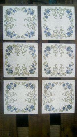 Azulejos decorativos. Rosas azuis com detalhes