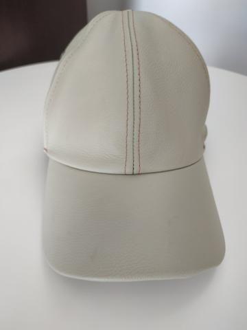 Boné couro legítimo bege gelo - Bijouterias 84162b806be