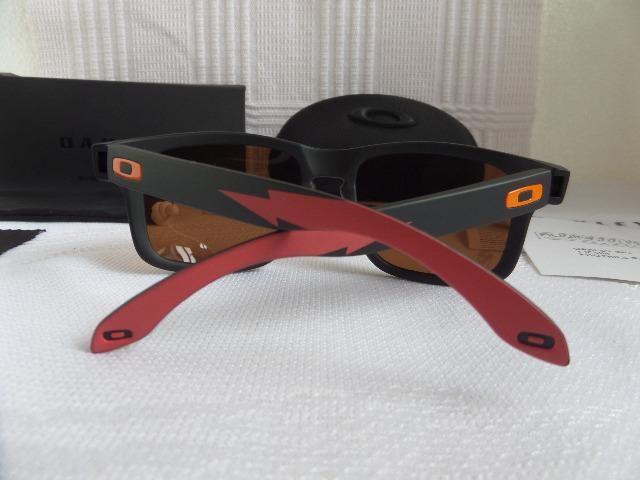 Óculos Oakley Holbrook Apocalypse Surf Collection Prizm Polarizado -  Importado 1e6021a8ce