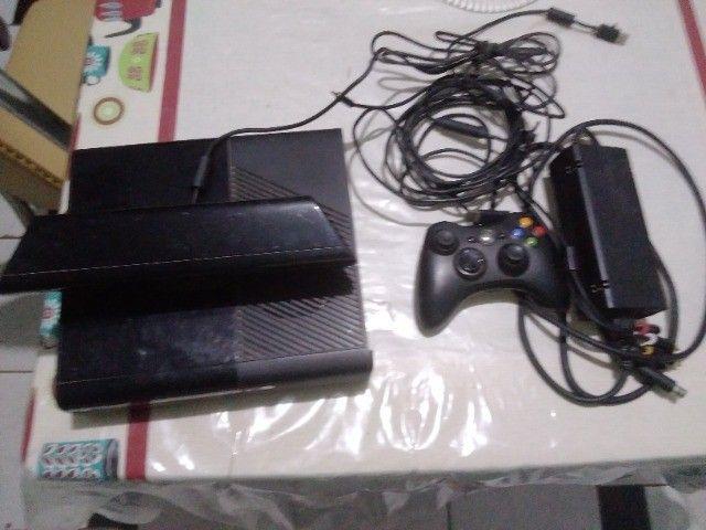 Xbox 360 usado, Kinect e 2 Controles
