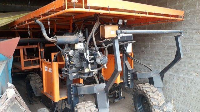 Máquina Budny auxiliar pra colheita de fumo hidro 4x4, 5linhas com kit de pulverização  - Foto 3