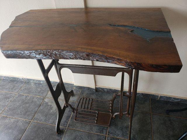 Aparador de madeira jequitiba com detalhes em resina - Foto 3