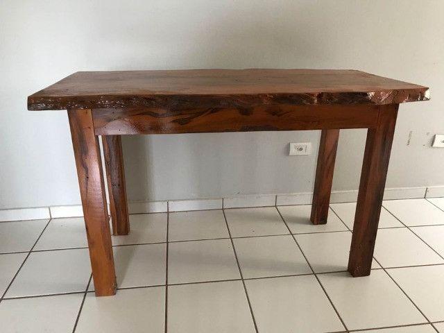 Mesa em madeira envernizada - Foto 4