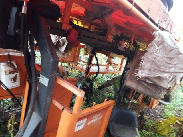Máquina Budny auxiliar pra colheita de fumo hidro 4x4, 5linhas com kit de pulverização  - Foto 2