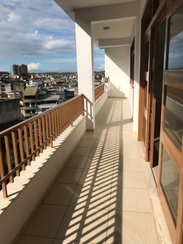 Excelente apartamento amplo,varanda, dependência completa - Foto 4