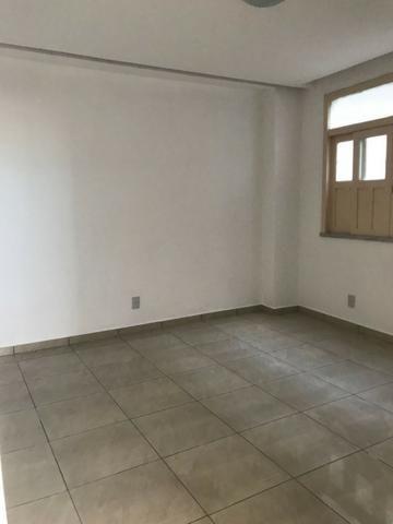 Excelente apartamento amplo,varanda, dependência completa - Foto 9
