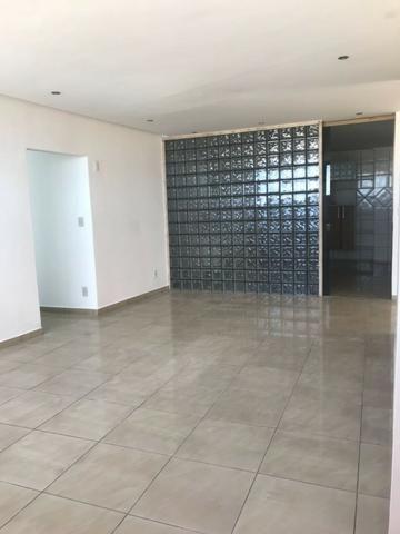 Excelente apartamento amplo,varanda, dependência completa - Foto 19