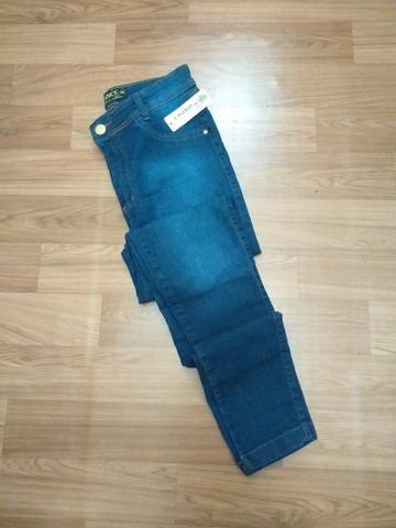 Calça jeans feminina skinny com elastano