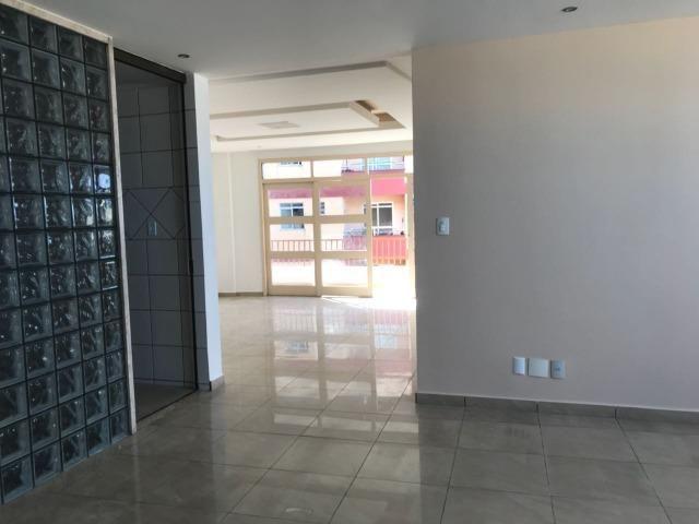 Excelente apartamento amplo,varanda, dependência completa - Foto 6