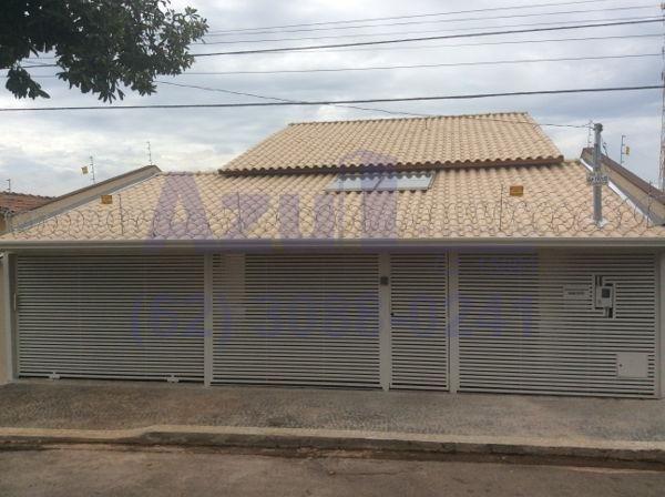 Casa  com 3 quartos - Bairro Setor Garavelo em Aparecida de Goiânia