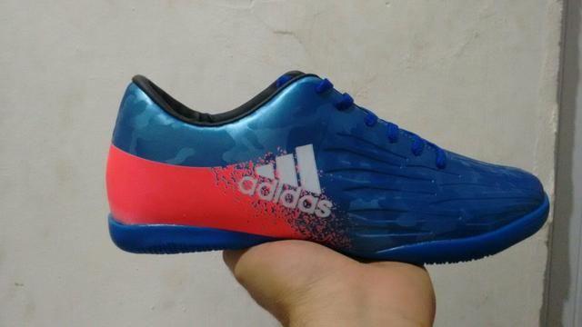 Tênis futsal Adidas - Esportes e ginástica - Alto Branco 00808519b7175