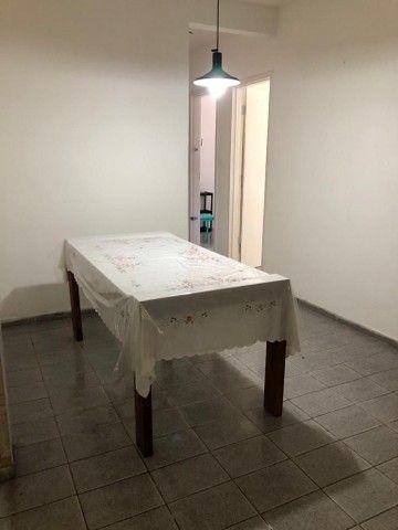 Aluga-se um quarto para moças.P - Foto 3