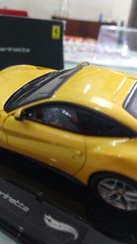 Miniatura HotWheels Ferrari F12 berlinetta (1:43) - Foto 2