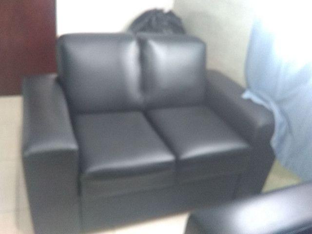 Sofá de Corino em perfeitas condições de uso - Foto 2