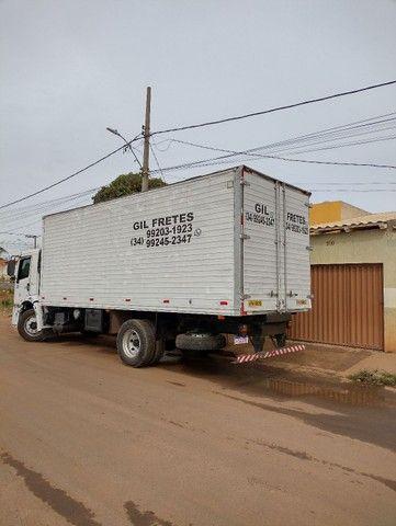 Caminhão baú - Foto 3