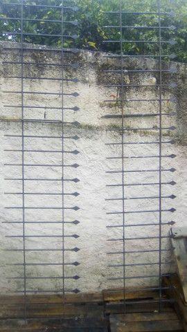 2 Grades de muro. 2.85 x 0.51 cada uma
