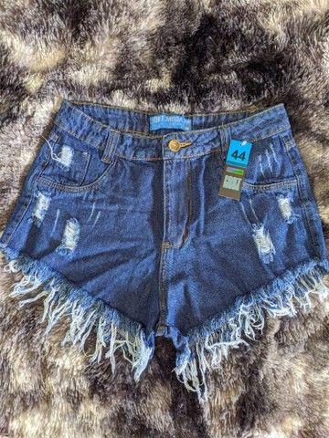 Shorts jeans cintura alta hot pants destroied rasgado - Foto 2